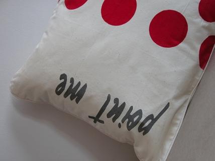poduszki dekoracyjne w grochy